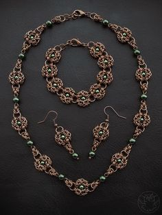 Chainmaille jewelry set: necklace, bracelet and earrings, Byzantine Romanov with green pearls
