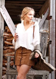 Petra+Karlsson+wears+a+white+blouse+with+her+pleated+leather+button+front+skirt.+Skirt:+Shein.