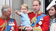 Prinz George, Söhnchen von Herzogin Kate und Prinz William, hat mit Opa Prinz Charles wohl den besten Opa der Welt an seiner Seite. Warum, verraten wir hier …