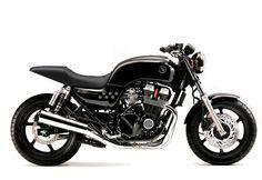 Voici la liste des élements et des grands étapes qui seront nécessaires au nouveau projet de customisation de notre Honda CB750 Seven Fifty.