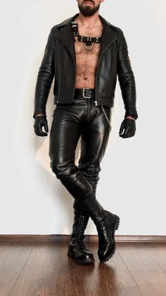 Leather Gloves on sexy kinky gay men for mature adults over to educate through exploration on Oregonleatherboy Kink Fetish Archive. Black Leather Jeans, Mens Leather Pants, Tight Leather Pants, Leather Gloves, Leather Harness, Men's Accessories, Leather Fashion, Mens Fashion, Leder Outfits