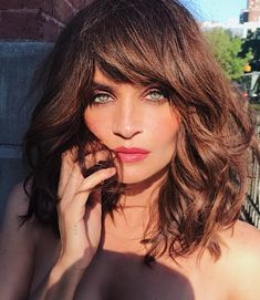 Celebrity birthdays for December Helena Christensen Sissy Spacek Karl Rove Gary Sandy Jimmy Buffett Humphrey Bogart Justin Trudeau My Hairstyle, Hairstyles With Bangs, Pretty Hairstyles, Long Haircuts, Black Hairstyles, Celebrity Hairstyles, Medium Hair Styles, Curly Hair Styles, Corte Long Bob