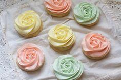 Pastel Rose Sugar Cookies, fun way to frost cookies