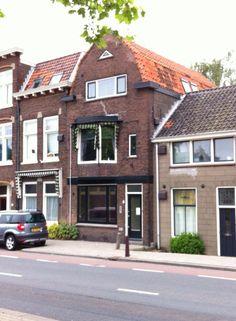 Oostsingel 6, Delft Hier woonde ik de eerste 2 jaren van mijn leven samen met mijn oudere zus en ouders op de bovenste etage. Mijn opa en oma op de eerste etage en overgrootoma op de benedenverdieping.