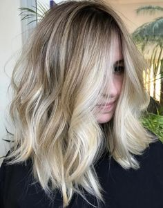 Medium Messy Blonde Hairstyle #BlondeHairstylesMedium
