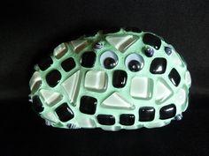Stein mit Gesicht und Mosaik umhüllt (Bild 2 von unten).  Diesen Glücks-Stein kann man Menschen, die einem am ♥en liegen oder auch sich selbst sc...