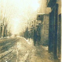 Calle de Francesc Layret esquina con Sant Miquel en un día de invierno, no se sabe el año. Foto museu de Badalona Fons J.Font i Cussó #badalona #barcelona #centre
