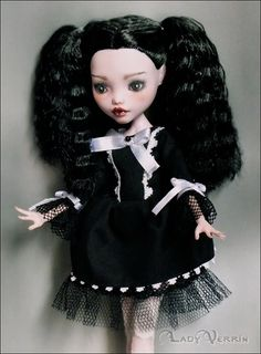 OOAK MONSTER HIGH Draculaura gothic lolita doll by LadyVerrin repainted doll