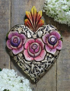 Mexican Crafts, Mexican Folk Art, Prayer Corner, Day Of The Dead Art, Mexico Art, Heart Painting, Chalk Drawings, Beastie Boys, Heart Wall