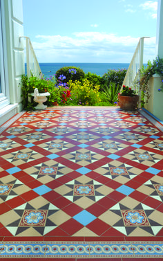 Original Style - Blenheim pattern with Telford border in Red, Blue, Buff, Brown and White