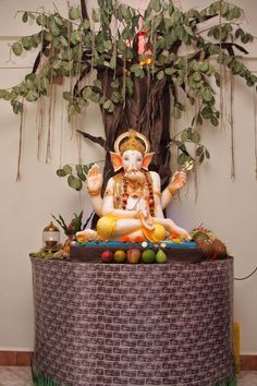 Also known as Gajanana and Vinayaka, the cherubic Ganesha is one of the most popular and worshipped deities in Ganpati Decoration Images, Flower Decoration For Ganpati, Eco Friendly Ganpati Decoration, Flower Decorations, Diy Flowers, Wedding Decorations, Ganesh Chaturthi Decoration, Janmashtami Decoration, Ganapati Decoration