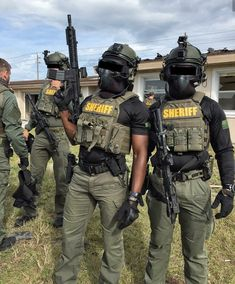 Military Gear, Military Police, Urban Samurai, Tactical Armor, Police Life, Tac Gear, Combat Gear, Military Figures, Swat