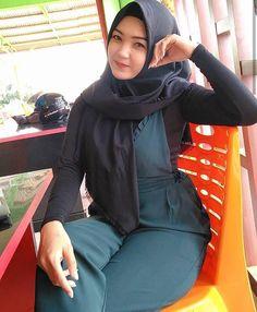 Hijab Pretty: Pretty Hijab Feeling in Love Adblock Plus, Girl Hijab, Hijab Chic, Beautiful Hijab, Covergirl, Hijab Fashion, Cute Girls, Feelings, Sexy