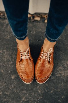 Oxford Style Cinnamon Leather Shoe Leather Piecing + Pattern Weave Throughout Bound Leather Edging Slightly Stacked Heel Lace-Up Top