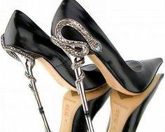 Black pumps with metal serpent heel
