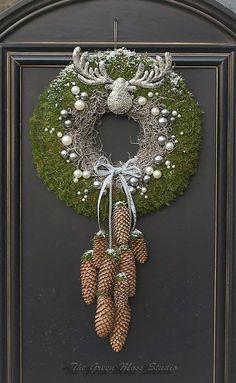 Christmas wreath door I kerstkrans - Weihnachtsdekoration Christmas Time, Christmas Crafts, Christmas Ornaments, Woodland Christmas, Art Floral Noel, Xmas Wreaths, Theme Noel, Deco Floral, Xmas Decorations