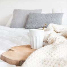 * s t a y * i n * b e d * - Neutral Home - décoration inspirante Home Bedroom, Bedroom Decor, Bedroom Ideas, Bedrooms, Breakfast In Bed, Warm And Cozy, Cozy Winter, Winter Time, New Room