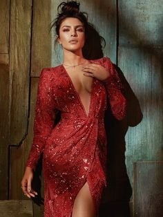 Priyanka Chopra sexy pics are an eye feast for her fans. Here are the bold, semi and hot images of Priyanka Chopra from her hot photoshoots. Do check out images of Priyanka Chopra in bikini, saree, etc Actress Priyanka Chopra, Priyanka Chopra Hot, Bollywood Actress, Priyanka Chopra Makeup, Gorgeous Women, Beautiful, Mode Editorials, Fashion Editorials, Dress Images