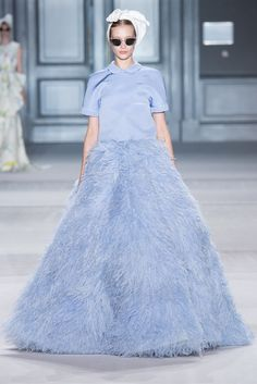 See the complete Giambattista Valli Fall 2014 Couture collection.