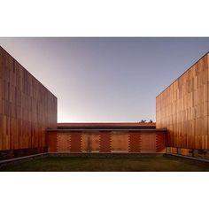 Juzgados de juicios orales en Patzcuaro Michoacan Medalla de Plata en la XIV Bienal de Arquitectura Mexicana 2016 #tallerrochacarrillo #juzgadostaller #juzgadostaller fotografía de @rafaelgamo