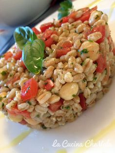 Spelt salade with tomatoes and chickpea - Insalata di farro con ceci e pomodori [Language: italian] Spelt Recipes, Veggie Recipes, Vegetarian Recipes, Cooking Recipes, Healthy Recipes, Italian Dishes, Italian Recipes, Couscous Quinoa, Pasta Salad Recipes