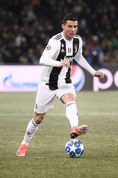 Juventus player Cristiano Ronaldo during the UEFA Champions League. Cristiano Ronaldo 7, Ronaldo Cr7, Juventus Stadium, Juventus Players, Juventus Fc, Soccer Stars, Sports Stars, Liga Soccer, Soccer Motivation