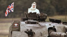 British Prime Minister Margaret Thatcher, riding in a British tank in - 27 Rare Historical Photos You've Never Seen, I'm Surprised Wasn't Deleted. Margaret Thatcher, Who Runs The World, Change The World, The Iron Lady, Rare Historical Photos, Historical Women, Nuclear Disasters, Falklands War, British Prime Ministers