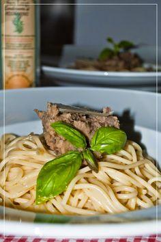 #Spaghetti mit #Auberginen #pesto, preiswert, cremig und würzig mit italienischem #Olivenol Gold der #Maremma von #Frantoio San Luigi