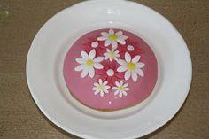 Karin's Taarten: Eierkoek met bloemen Cake Ideas, Decorative Plates, Drink, Cooking, Tableware, Party, Kids, Food, Cucina