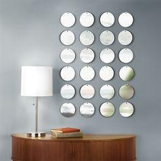 Espejos PIXICAL (x 24) Espejos PIXICAL con 24 discos de 10 cm aprox. cada uno, colgados con ganchos de cromo adhesivos, los puedes configurar en diferentes combinaciones. Diseño: Alan Wisniewski y Paul Rowan. Medida aprox. en configuración mostrada cm en foto 72 x 48. $ 750