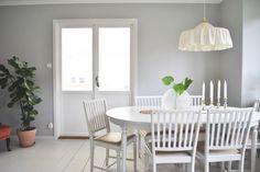 Dining room painted in Beckers Havstulpan.