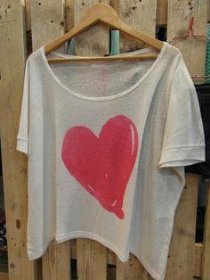 Camisetas con mucho LOVE V Neck, Crop Tops, Love, Fashion, Latest Fashion Trends, Urban, T Shirts, Feminine, Women