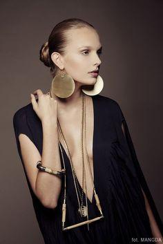 """"""" Vania Benvenuto - Consultoria de Estilo saved to // accessories"""" Bijoux Design, Jewelry Design, Modern Jewelry, Jewelry Art, Bold Jewelry, Geometric Jewelry, Contemporary Jewellery, Jewelry Ideas, Fashion Accessories"""