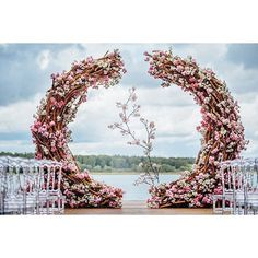 This #wedding arch composed of branches and pink blooms makes the most amazing #floraldesign statement. #Wedluxe