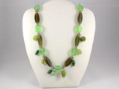 Halskette Perlen, lang, grün, Anhänger Perle, Glasperlen Kette, extralang, Halskette grün, Frühling, Geschenk Mutter, Geschenk für Sie von RSSchmuckwelt auf Etsy