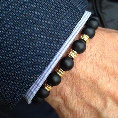 """Pulsera """"Brooklyn"""" ónix combinada con detalles en oro. NorthStonebcn pulseras para hombre. www.northstonebcn.com También estamos en Facebook #northstoneBCN #pulserasparahombres #ónix #oro #moda #Brooklyn #modamasculina #mensbracelet #accesoriosdemoda #pulseras #menscasual #complementos #hombre #bracelet #accesorios #modahombre #menswear #modamasculina #regalo #modabarcelona #modamadrid #Barcelona #Madrid #Spain #mencasual #menstyle #HechoenEspaña"""