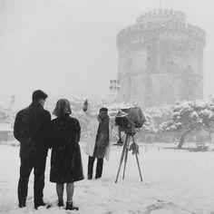 Μια φωτογραφία μέσα στα χιόνια το 1960 Greece Pictures, Old Pictures, Greece History, Old Time Photos, Thessaloniki, Athens Greece, Macedonia, Greece Travel, Vintage Photos
