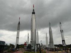 jardin+de+cohetes+nasa Florida, Cn Tower, Travel, Rockets, United States, Viajes, Places, Pictures, Destinations