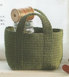 """Meu Paraiso: Bolsas - diagrams for several bags here, really nice (they're in French, but i'll bet we can translate) """"Crochet green bag with diagram - croc Crochet Diy, Bag Crochet, Crochet Shell Stitch, Crochet Handbags, Crochet Purses, Love Crochet, Crochet Crafts, Crochet Projects, Beautiful Crochet"""