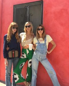 Camille Rowe Off Duty Street Style Inspiration-overalls form Foxhole LA Looks Style, Looks Cool, Style Me, Camille Rowe Style, Mode Hipster, Blair Waldorf, Vogue, Street Style, Fashion Beauty