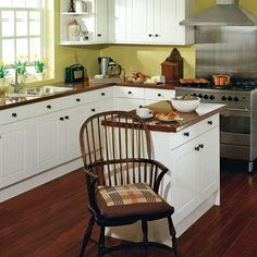 Classic kitchen with island | Small kitchens | Compact kitchen ideas | PHOTO GALLERY | Beautiful Kitchens | Housetohome.co.uk