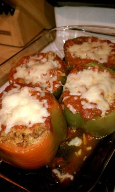 Classic ground beef (or turkey) & Rice Stuffed Peppers -- One of my fav go to meals. Family also enjoys with chicken too I Love Food, Good Food, Yummy Food, Tasty, Beef Recipes, Cooking Recipes, Healthy Recipes, Recipies, Stuffed Peppers With Rice
