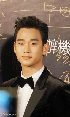 cool Actor Kim Soo Hyun on Focus at Huading Awards in Macau 01●18●2015