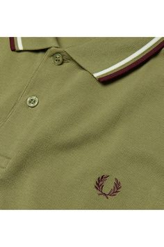 The brand founded by triple Wimbledon champion Fred Perry in 1952 and adopted by generations of British subcultures ever since. Fred Perry Polo Shirts, Fred Perry Shirt, Mens Polo T Shirts, Mens Tees, Man Wear, Polo Shirt Design, Men's Polo, Rakhi, Outfits