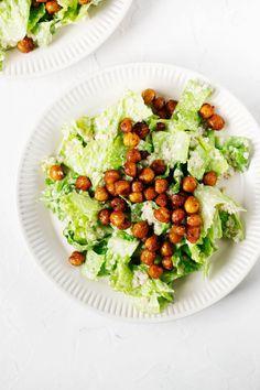 This vegan quinoa chickpea caesar salad is a healthy spin on a classic recipe! Nutritious chickpeas and quinoa meet a creamy cashew dressing. Crispy Chickpeas, Caesar Salad, Vegan Life, Avocado Toast, Quinoa, A Food, Food Processor Recipes