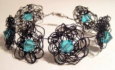 Flower Bracelet #wire #crochet #jewelry #beads #blue