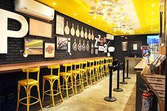 Экспрессивный дизайн пиццерии в желто-черных тонах, Бразилия