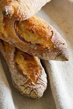 Ich habe zwar schon vom Dinkelkartoffelbrot geschwärmt, aber die Präsidentenbaguettes auf Dinkelbasis sind fast ein Sündenfall. Die Krume ist derart elastisch, saftig und aromatisch, dass ich wegen der Suchtgefahr hinterher zwar sehr satt, aber mehr als zufrieden war. Genau das Richtige für den World Bread Day, der heute wieder bei zorra ausgerichtet wird. Nicht nur die Krume Weiterlesen...