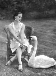 Anna Pavlova, and her pet swan, Jack - 1905