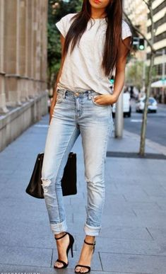 Street style | Casual white t-shirt, jeans, black heels and handbag #heelsandjeans
